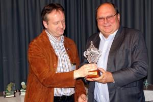 v.l.n.r. Regionsleiter Andreas Rauch mit dem Minutencupgewinner Paul Kraiger (Filmclub Völkermarkt)