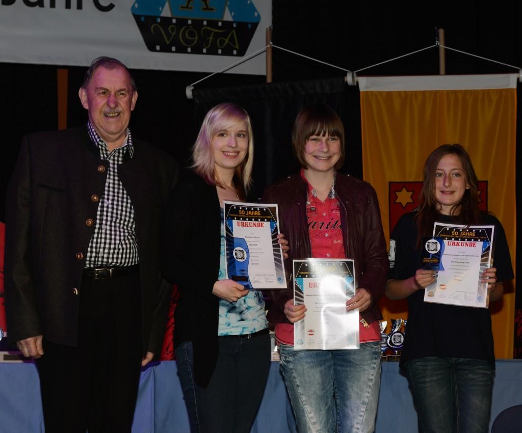 Die anwesenden Jeunessepreisträger Christina Rauch, Sophie Brunner und Martha Schweiger (von links)